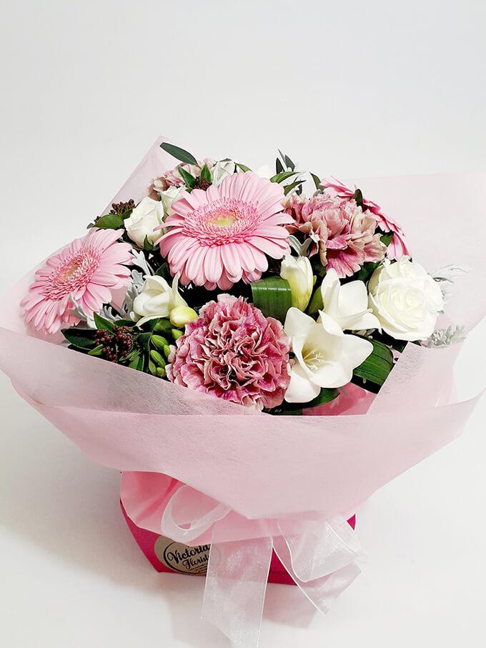 pink flower arrangment